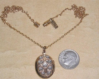 Vintage Signed 1928 Jewelry Co Victorian Revival Picture Locket Necklace 1980's Jewelry 74