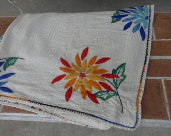 """vintage tablecloth embroidered retro 1950-60's MOD mid century floral linens 42"""" x 50"""" kitsch"""