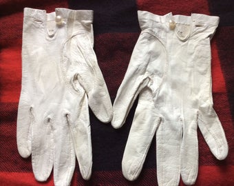 VINTAGE LEATHER GLOVES, kid, white, French, driving gloves, mod, mid century