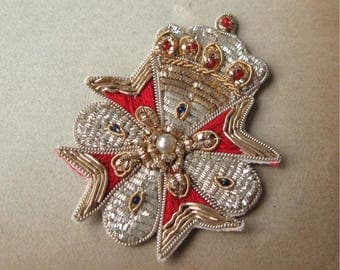 Vintage Bullion Applique Crowned Cross Metallic Silver Gold Red Sew-on (1)