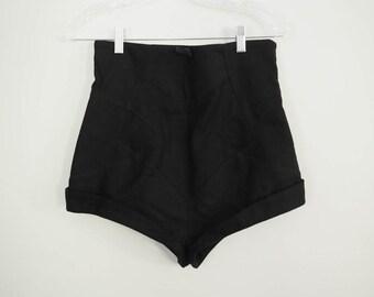 Black HIGH WAIST PINUP Shorts // Medium