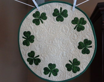 Shamrock quilt, St Patrick's Day, Circle of Shamrocks, Little quilt,0131-01
