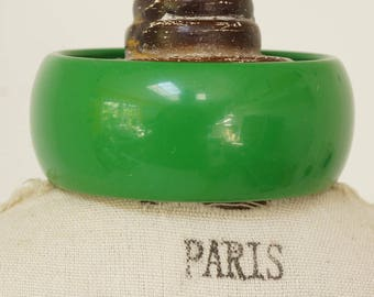 GREEN BANGLE - CHUNKY green bangle - chunky apple green bangle - lovely vintage lucite chunky green bangle