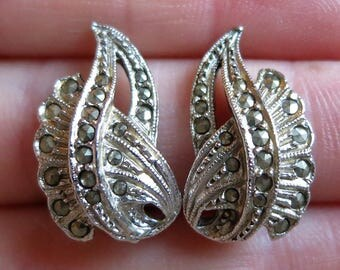 Vintage 60's sweeping sparkling marcasite silver tone clip on earrings gemstone mid century non-pierced (4991)