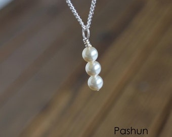 Seashell Jewelry ... White Pearl Stacked Beads Necklace (1450)