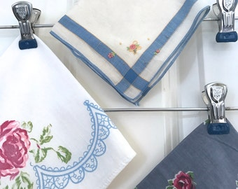 Vintage Wire ROYAL Cerulean Ocean BLUE Clip Memo Board Photo / Mail /Letter/ Valentines / Christmas Card Holder Clothes Skirt Apron Hanger