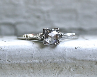 Stunning Antique Platinum Diamond Solitaire Engagement Ring.