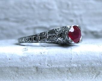 Vintage 18K White Gold Filigree Ruby Ring Engagement Ring - 0.85ct.