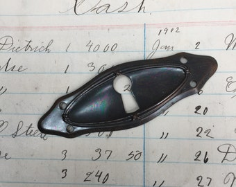 Vintage oval escutcheon plate - keyhole - antique pendant charm - vintage keyhole