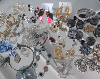 Mixed Lot (jlot12) ~ WEARABLE COSTUME JEWELRY ~ Mixed Metals / Stones