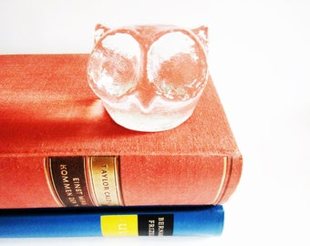 Lovely Vintage Heavy Glass Paperweight Owl, Mid Modern Century Retro Home Decor