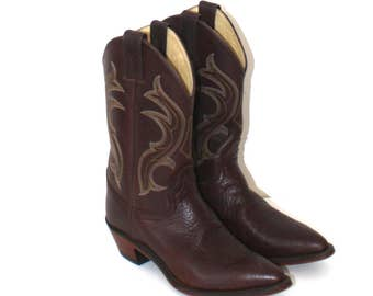 Vintage JUSTIN Cowboy Boots . Brown Leather Country Western Boots . Top Stitched Design . Leather Upper & Soles . Size Men's 8C