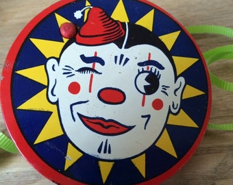 Vintage Tin New Year Noise Maker,  Clown Face Kirchhof Life Of The Party Newark, New Jersey Made In USA, Halloween Noisemaker, Red Handle