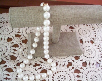 SALE Vintage bead necklace, white beads, vintage, beaded necklace