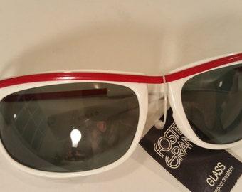 Mod Sunglasses Vintage Foster Grant Eyewear White and Red Frames NOS Green Glass Lenses Blocks UV Rays 1970s
