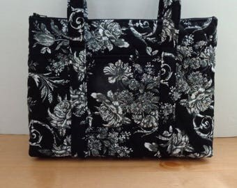 Black White Grey Roses Print Quilted Purse