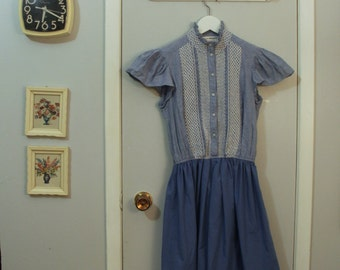 1970s blue smocked summer dress