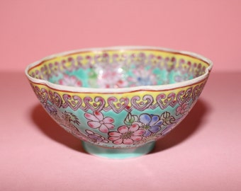 Beautiful Chinese Enamelled Egg Shell Designed Famille Rose Porcelain Bowl/Dragons/Flowers
