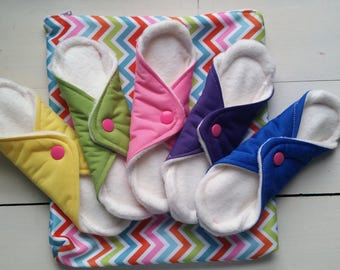 """Five - 6.5"""" Washable Fleece and PUL  Pads w/ Wet Bag"""