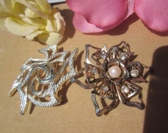 Charming vintage Lot of 2 large Floral brooches. 1 signed Sarah Coventry.