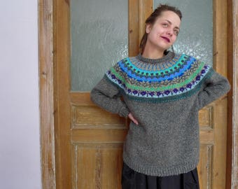 Handmade Icelandic style oversized wool sweater with bright pattern
