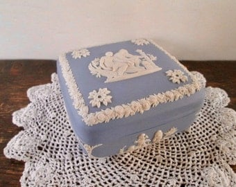 Sale Lovely Wedgewood Jasperware Covered Box