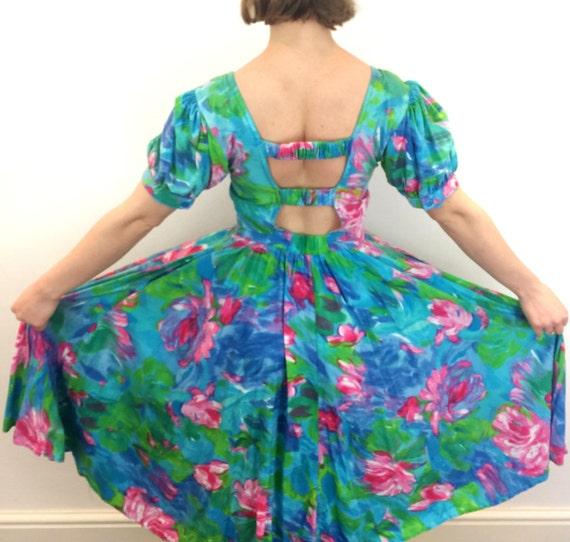 1980s backless midi dress floral print cotton full skirt sundress mom dress pink roses vintage flared skirt UK 8 10