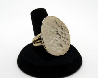 vintage hammered gold tone ring - size 7.25