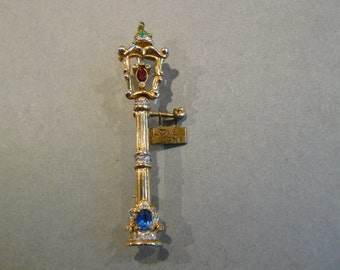 "Gorgeous 1946 Coro "" Lover's Lane "" Figural Brooch / Pin"