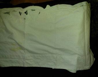 Vintage white cotton Battenburg lace bordered Valence