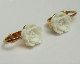 Clip-On Earrings white flower clip ons Small flower clip earrings, white rose clip earrings, resin rose clip on earrings, 9mm rose, GOLD pl