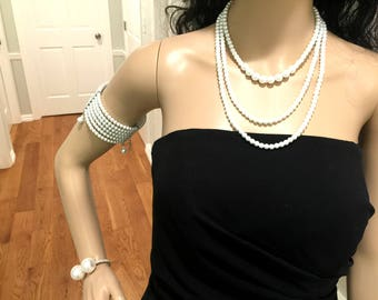 Necklace. Pearl Necklace
