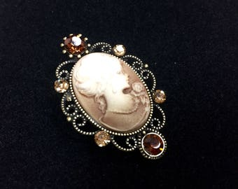 Brown cameo brooch