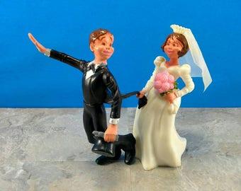 Vintage Groom Fleeing Bride Wedding Topper - Funny Wedding Topper for Retro Wedding