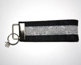 "Felt key chain ""SpitzenWerk"" black light grey"