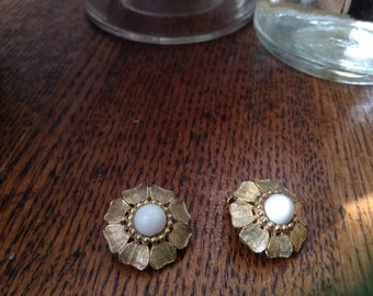 Vintage goldstone clip earrings with pearl