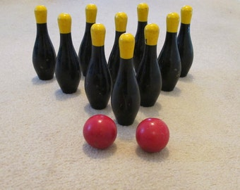 Vintage 1950s to 1970s Painted Wooden Miniature Bowling Skilttle Ball Skittles Set of 10 Pins and 2 Balls Loads of Retro Gaming Fun