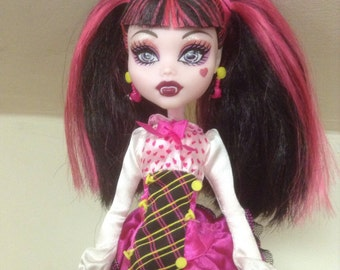 Preloved Draculaura Doll (Forbitten Love)