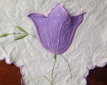 Vintage 1940s Linen Tablecloth, Vintage Table Linen, Vintage Linen, Hand Embroidery, Applique Tulips, VTC252