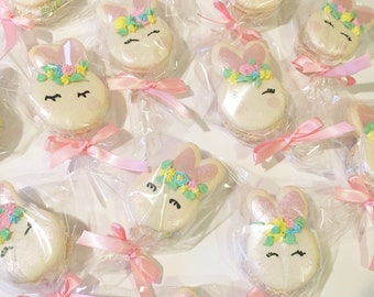 30 French Macarons