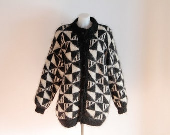 Vintage womens longline wool cardigan coat black and white with geometric pattern size S M L Vintage wool sweater Cozy Chic Retro Cardigan