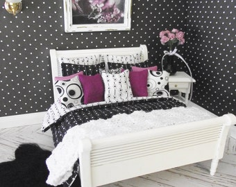 Handmade 1:12 scale dolls house reversibe bedding set for a double bed 15 piece set in black and white prints
