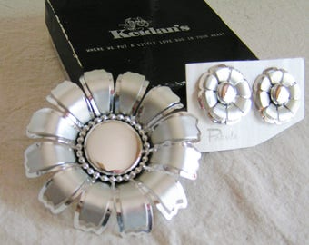Vintage Retro Pakula Demi Parure Daisy Daisies Flower Set in Silver Tone Brooch and Clip Earrings UnwornPin 60s Designer
