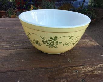 Vintage yellow I 1.5 quart Pyrex mixing  bowl with green floral designs