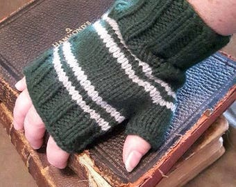 Slytherin House colors wrist warmers (large) - fingerless gloves - Harry Potter