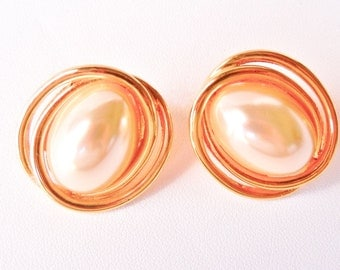 10% OFF Vintage Richelieu Earrings Faux Pearl & Gold Tone Pierced Excellent Condition SHIPPING SPECIAL 0821 10931