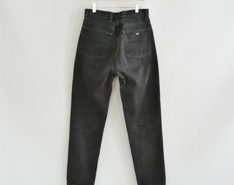 """Black Guess Jeans 052 Classic Fit Size 31 High Waist/Rise Tapered Leg 90's Era great condition 30"""" waist 40"""" hips"""