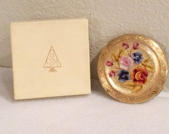 Vintage Kigu Cat No 69/61   1950's Gold Tone Compact with Lucite Carved Flowers