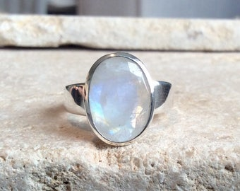 Rainbow Moonstone Ring, Oval Moonstone Ring, Gemstone Ring, Faceted Rainbow Moonstone Silver Ring, White Stone Silver Ring