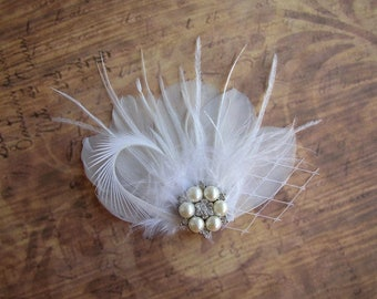 Feather Hair Clip, Wedding Accessories, White Hair Clip, Feather Bridal Headpiece, Pearls Hairpiece, Feather Fascinator, White Headpiece